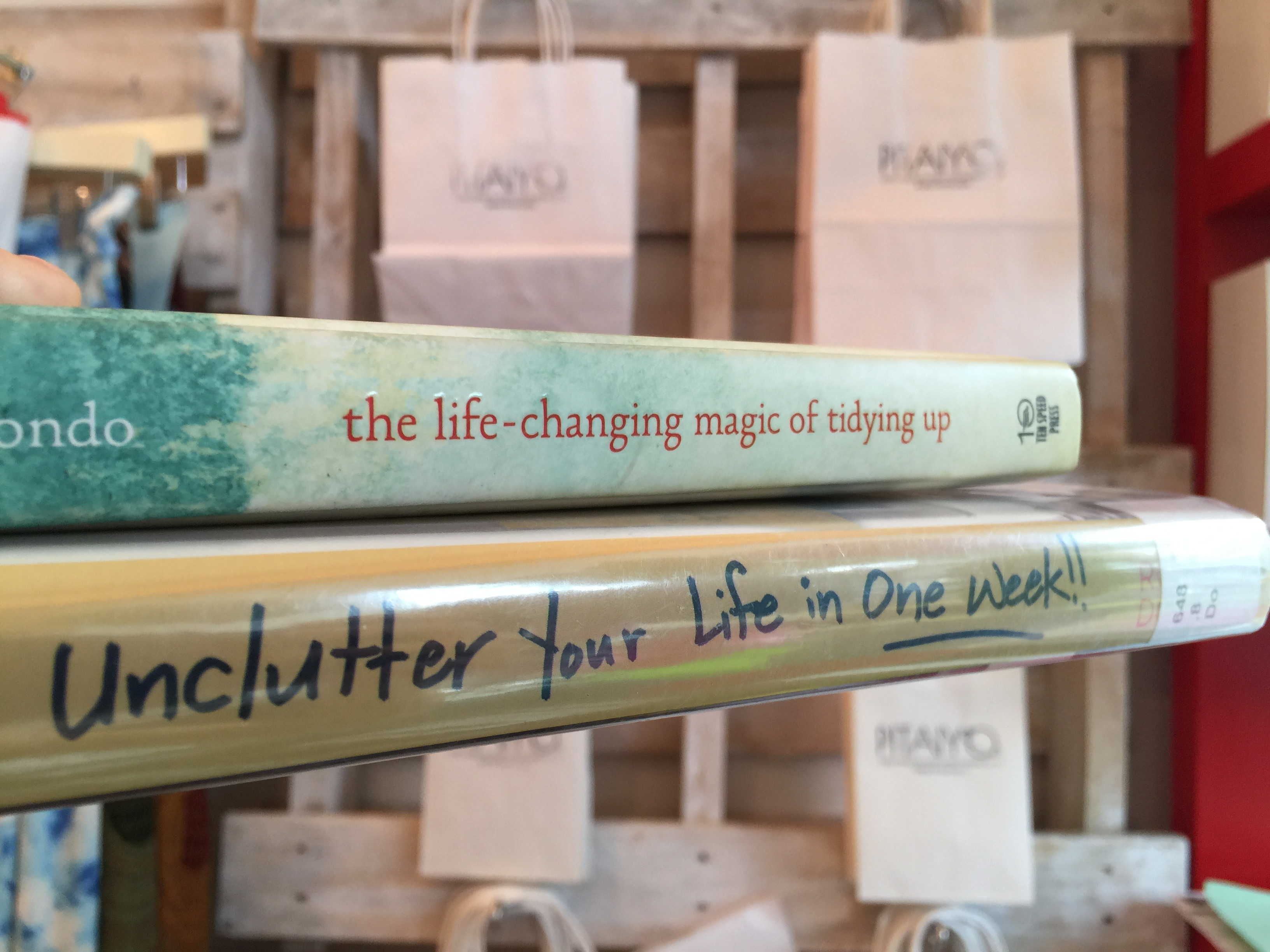 de clutter and the art of tidying up